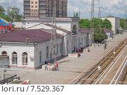 Купить «Железнодорожная станция г.Батайск Ростовской области», фото № 7529367, снято 10 мая 2015 г. (c) Ольга Алексеенко / Фотобанк Лори