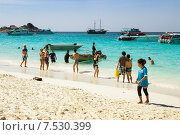 Купить «Люди на пляже. Симиланские острова. Таиланд», фото № 7530399, снято 27 февраля 2015 г. (c) Александр Романов / Фотобанк Лори