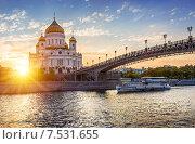 Купить «Вечерняя речная прогулка по Москве-реке», фото № 7531655, снято 3 июня 2015 г. (c) Baturina Yuliya / Фотобанк Лори