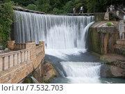 Искусственный водопад (2014 год). Редакционное фото, фотограф Виктор Мандриков / Фотобанк Лори