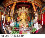 Купить «Будда Майтрейя. Верхняя часть (бюст) гигантской статуи, занимающей два этажа в монастыре Тикси (Thikse, Tiksey) в окрестностях г.Лех (Leh) в Ладакхе, северная Индия.», фото № 7535639, снято 12 июля 2012 г. (c) Олег Иванов / Фотобанк Лори