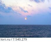 Купить «Красивый морской закат», фото № 7540279, снято 16 августа 2006 г. (c) Евгений Ткачёв / Фотобанк Лори
