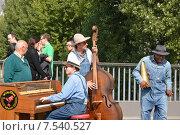 Уличные музыканты в Париже (2013 год). Редакционное фото, фотограф Беличенко Анна Сергеевна / Фотобанк Лори