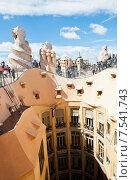 Купить «Крыша знаменитого Дома Мила (Casa Mila, La Pedrera). Барселона. Испания», фото № 7541743, снято 27 апреля 2015 г. (c) Екатерина Овсянникова / Фотобанк Лори