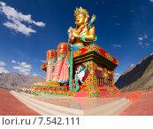 Купить «Гигантская статуя Будды Майтрейи в долине Нубра в Гималаях в Индии солнечным летним днём на фоне синего неба», фото № 7542111, снято 22 июня 2012 г. (c) Олег Иванов / Фотобанк Лори