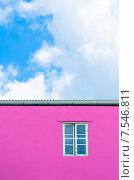 Купить «Окно на розовой стене», фото № 7546811, снято 7 июня 2014 г. (c) Александр Подшивалов / Фотобанк Лори