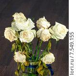 Букет засохших белых роз на темном фоне. Стоковое фото, фотограф Горбач Елена / Фотобанк Лори