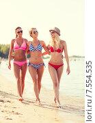 Купить «group of smiling young women on beach», фото № 7554535, снято 26 июля 2014 г. (c) Syda Productions / Фотобанк Лори