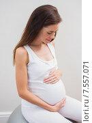 Купить «Happy pregnancy touch his belly», фото № 7557071, снято 3 февраля 2015 г. (c) Wavebreak Media / Фотобанк Лори