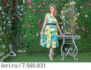 Купить «Красивая женщина в цветастом платье в саду», фото № 7560831, снято 21 мая 2015 г. (c) Pukhov K / Фотобанк Лори