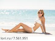 Купить «Pretty blonde woman relaxing beside the sea», фото № 7561951, снято 10 марта 2015 г. (c) Wavebreak Media / Фотобанк Лори
