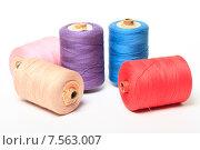 Купить «Катушки с разноцветными нитками на белом фоне», эксклюзивное фото № 7563007, снято 14 июня 2015 г. (c) Яна Королёва / Фотобанк Лори