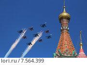 Су-27 и МиГ-29 - пилотажные группы «Русские витязи» и «Стрижи», построение «ромб» над Красной Площадью, на параде 9 мая 2015 года, Москва. Редакционное фото, фотограф Алексей Гусев / Фотобанк Лори