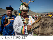 Купить «Знаменитый сибирский шаман Валентин Хагдаев (в центре) во время ритуала около священной горы Ёрд (Ехе Ёрдой) около озера Байкал, Иркутская область», фото № 7565227, снято 13 июня 2015 г. (c) Николай Винокуров / Фотобанк Лори