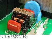 Купить «Электронная печатная плата с радиодеталями», эксклюзивное фото № 7574195, снято 4 июня 2015 г. (c) Юрий Морозов / Фотобанк Лори