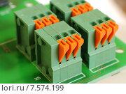 Купить «Клеммные колодки для проводов», эксклюзивное фото № 7574199, снято 4 июня 2015 г. (c) Юрий Морозов / Фотобанк Лори