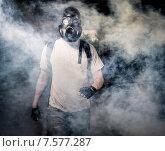 Купить «Мужчина в противогазе идет сквозь задымление», фото № 7577287, снято 17 июня 2013 г. (c) Alexander Tihonovs / Фотобанк Лори