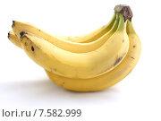 Связка свежих бананов на белом фоне. Стоковое фото, фотограф Ноева Елена / Фотобанк Лори
