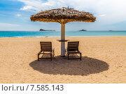 Купить «Шри-Ланка. Два шезлонга на пустынном тропическом пляже. Pigeon Island Beach Resort, Nilaveli», фото № 7585143, снято 12 июня 2015 г. (c) Владимир Сергеев / Фотобанк Лори