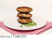 Купить «Мясные котлеты», фото № 7588975, снято 21 июня 2015 г. (c) Наталья Осипова / Фотобанк Лори