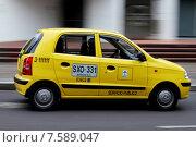 Купить «Жёлтое такси едет по дороге. город Богота, Колумбия», фото № 7589047, снято 21 июня 2015 г. (c) Павел Агеичев / Фотобанк Лори