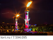 Купить «Санкт-Петербург. Ростральные колонны ночью.», фото № 7594095, снято 21 июня 2015 г. (c) Екатерина Тарасенкова / Фотобанк Лори