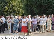 Пожилые люди танцуют (2015 год). Редакционное фото, фотограф Игорь Хамицаев / Фотобанк Лори