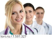 Портрет молодой женщины-врача с коллегами. Стоковое фото, фотограф Людмила Дутко / Фотобанк Лори