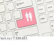Купить «Белая концептуальная клавиатура - Розовая клавиша с изображением влюбленной пары», фото № 7599651, снято 28 августа 2013 г. (c) Самохвалов Артем / Фотобанк Лори