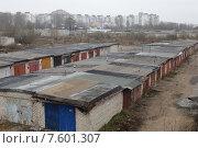 Купить «Город Рыбинск, крыши частных гаражей», эксклюзивное фото № 7601307, снято 27 апреля 2015 г. (c) Дмитрий Неумоин / Фотобанк Лори