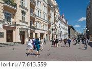 Купить «Москва. Вид на улицу Арбат», эксклюзивное фото № 7613559, снято 18 июня 2015 г. (c) Елена Коромыслова / Фотобанк Лори