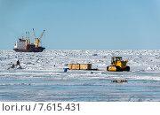 Купить «Разгрузка корабля в Арктике по льду», фото № 7615431, снято 29 мая 2015 г. (c) Максим Деминов / Фотобанк Лори