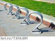 Купить «Парковка для велосипедов», фото № 7616691, снято 25 июня 2015 г. (c) Владислав Осипов / Фотобанк Лори