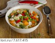 Купить «Bowl of chicken soup with vegetables and noodles», фото № 7617415, снято 21 мая 2015 г. (c) Tatjana Baibakova / Фотобанк Лори