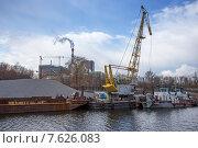 Подъемные краны на Москве-реке (2015 год). Редакционное фото, фотограф Малахов Алексей / Фотобанк Лори