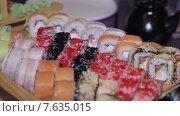 Купить «Разнообразные японские роллы», видеоролик № 7635015, снято 17 июня 2015 г. (c) Aleksey Popov / Фотобанк Лори