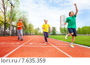 Купить «Дети финишируют», фото № 7635359, снято 4 мая 2015 г. (c) Сергей Новиков / Фотобанк Лори