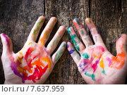 Ладони в краске разных цветов. Стоковое фото, фотограф Alexander Alexeev / Фотобанк Лори