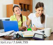 Student girls studying at home. Стоковое фото, фотограф Яков Филимонов / Фотобанк Лори