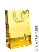 Золотой блестящий подарочный пакет на белом фоне. Стоковое фото, фотограф Владимир Ходатаев / Фотобанк Лори