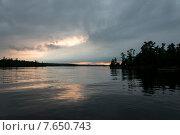 Купить «Silhouette of trees at dusk, Lake of The Woods, Ontario, Canada», фото № 7650743, снято 22 июня 2013 г. (c) Ingram Publishing / Фотобанк Лори