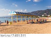 Городской центральный пляж в Геленджике (2014 год). Редакционное фото, фотограф Ткачева Татьяна Александровна / Фотобанк Лори