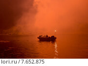 Canada Day firework display, Kenora, Lake of The Woods, Ontario, Canada. Стоковое фото, фотограф Keith Levit / Ingram Publishing / Фотобанк Лори