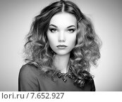 Купить «Fashion portrait of elegant woman with magnificent hair», фото № 7652927, снято 26 ноября 2014 г. (c) Ingram Publishing / Фотобанк Лори