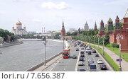 Купить «Москва. Кремлевская набережная», видеоролик № 7656387, снято 9 июля 2015 г. (c) Parmenov Pavel / Фотобанк Лори