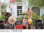 Индейцы из Эквадора готовятся к выступлению (2015 год). Редакционное фото, фотограф Копылова Ольга Васильевна / Фотобанк Лори