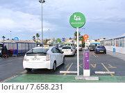 Купить «Электрическая подзарядка на парковке. Торревьеха», фото № 7658231, снято 25 марта 2014 г. (c) Free Wind / Фотобанк Лори