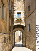Купить «street view of medieval Girona», фото № 7687075, снято 12 июня 2014 г. (c) Яков Филимонов / Фотобанк Лори