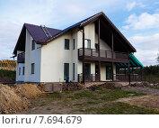 Строительство современного коттеджа. Работы по отмостке фундамента. Стоковое фото, фотограф Andrei Leventcov / Фотобанк Лори