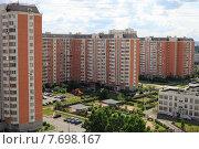 Купить «Улица Верхние Поля, микрорайон Люблино, вид сверху. Москва», эксклюзивное фото № 7698167, снято 11 июля 2015 г. (c) Яна Королёва / Фотобанк Лори